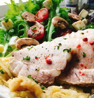春キャベツたっぷり。蒸し豚のサラダ
