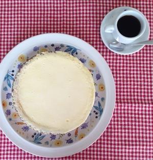 また焼いちゃいました!チーズケーキ大好き♪♪『2層のサワー•チーズケーキ』サワークリームをのせて♪♪