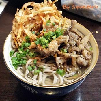 和食の黄金比で作る『牛ゴボウ』をトッピングした、まあるいかき揚げと肉そば