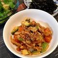 白菜キムチと香味野菜ザクザクで「サーモンとアボカドのどんぶりごはん」。