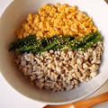鶏白湯でプチッと三色鶏そぼろ丼