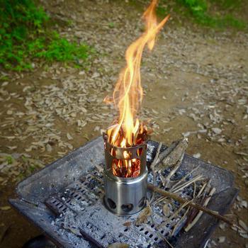 ウッドストーブ使ってみた。 火柱が!煤が!でも楽しい。
