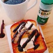 クリームチーズとりんごジャムのチョコミント・トースト♪