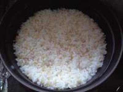 湯立てで白米(675)。。。茨城県産 奥久慈の棚田のコシヒカリ特別栽培米うまかっぺJA茨城みどり玄米(あいざわ米店)さて何でしょ???コシヒカリ白米(あいざわ米店)