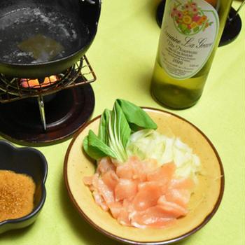 鶏むね肉とセロリのしゃぶしゃぶ。高たんぱく低脂肪で満足できるおつまみ。