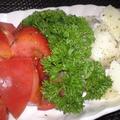 簡単!風味◎こふき芋とトマトのハーブ和え
