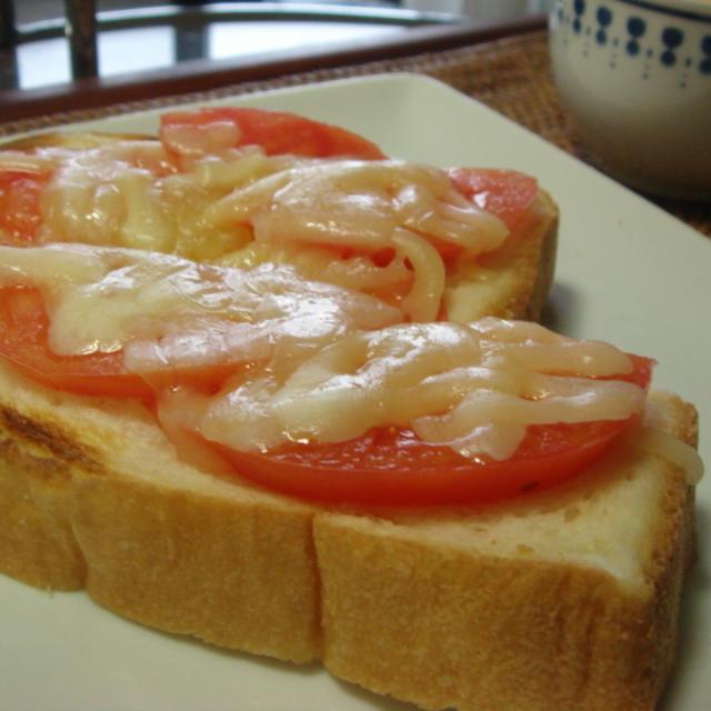 トマトとチーズのはちみつトースト