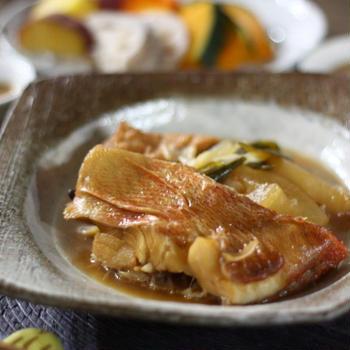 煮魚を美味しく作る方法、皮がくっつかない紙の落し蓋の作り方