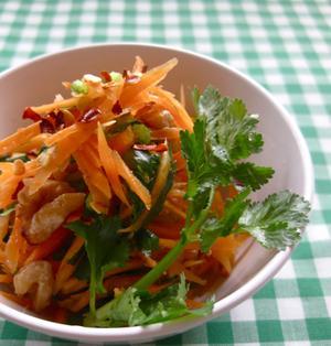 にんじんと香菜のタイ風サラダ