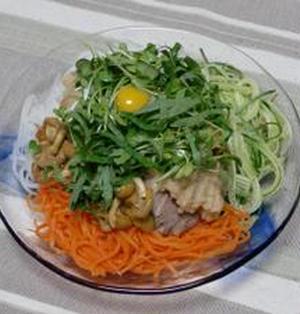 夏はさっぱりと野菜を食べよう!!豚もも肉のおろし味噌漬け添え 冷やし3色野菜麺