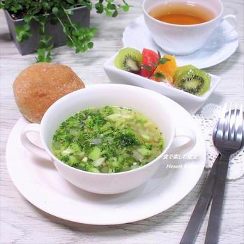 当たり前でシンプルな朝食。ちょっと、切り方で味わいが変わる。「ぶろっこりーのすーぷ」