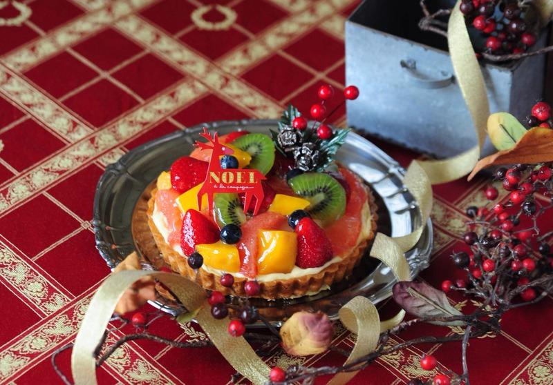 「アラカンパーニュ」で人気のフルーツタルトが、クリスマス限定バージョンになって登場!<br>バターと...