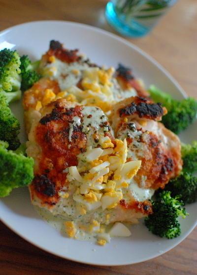 鶏のハーブ竜田揚げ タルタルヨーグルトソース Big Fried Chicken with