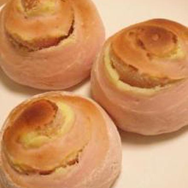 パン作り【苺ミルクのクリームチーズロール】。