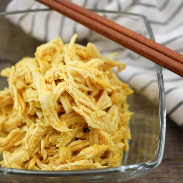 錦糸卵の代用にも!蒸し鶏レシピ♪黄色の彩りにターメリックで簡単!卵なし