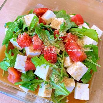 ルッコラと豆腐のごま風味サラダ