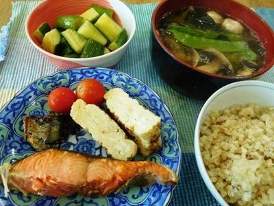 新巻き鮭ランチ ~ オクラ、アボカド、竹ちくわのわさび醤油和え