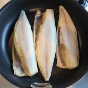フライパンで魚をめっちゃ美味しく焼く方法。
