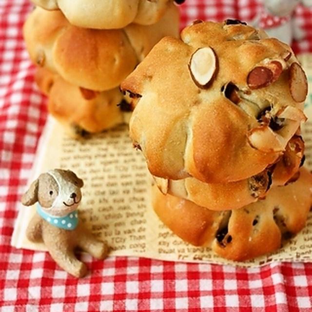 ホシノ天然酵母で♪レーズンとスライスアーモンドのパン
