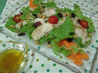 スモークチキンとグリーンレタスのサラダ