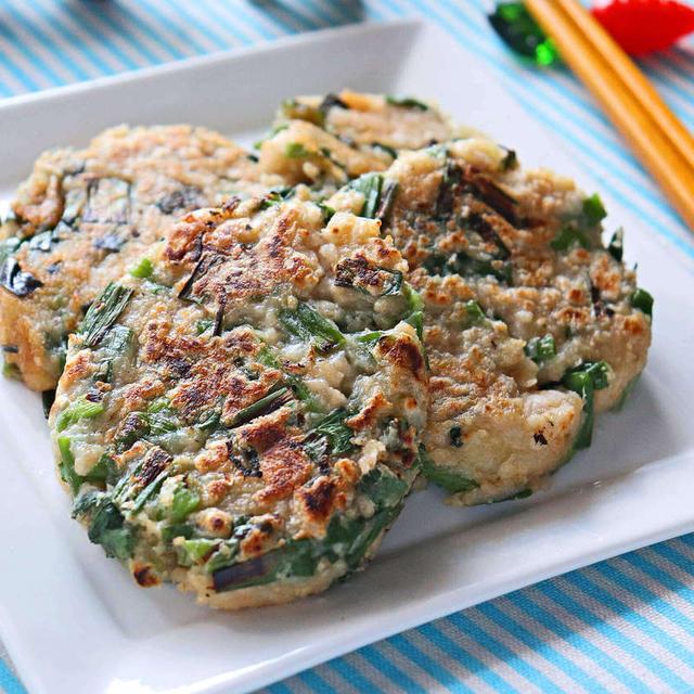 オートミールとじゃがいものねぎいも餅【ホクシャキ食物繊維たっぷりでダイエットに】|レシピ・作り方  by 筋肉料理研究家Ryota