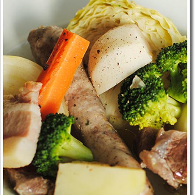 イタリア版ポトフ? お肉と野菜をコトコト煮込んだボッリートミスト