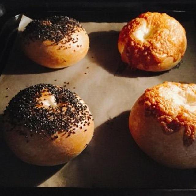 *おうちパン、チーズ&黒ごまベーグル。 *今夜は中華風。酢鶏&回鍋肉。