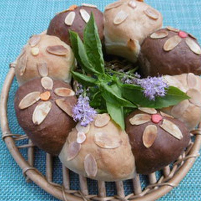 ツートンカラーのお花のちぎりパン