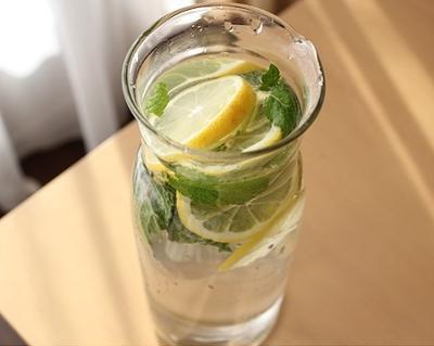 ハマってます!ミント水::レモンとミントのフレーバーウォーター