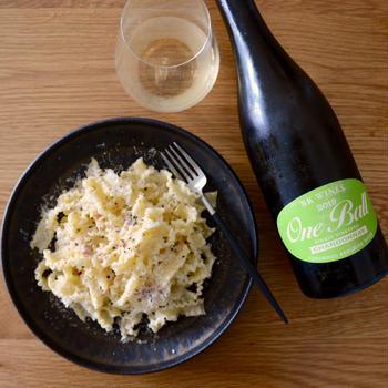 「梅とパルミジャーノとニンニクのパスタ」とワイン