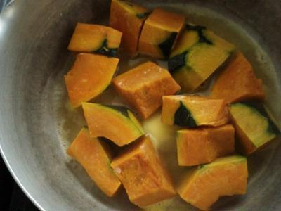 調味料は砂糖と塩だけで♪ほっこりかぼちゃの煮物♪
