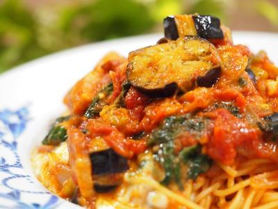 茄子とモッツアレラのトマトパスタ
