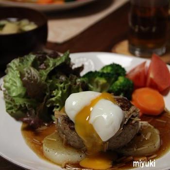 大根ステーキにハンバーグ、温玉のっけ。
