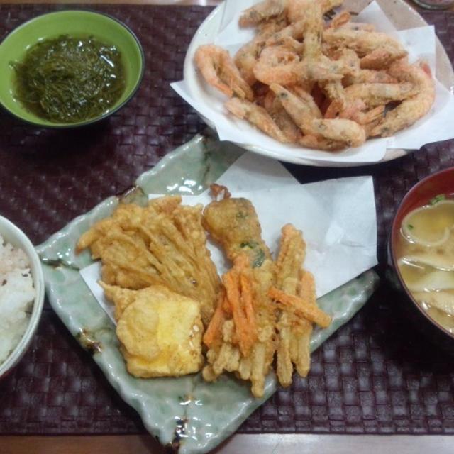【献立】クリームチーズの天ぷら、ゴボウと人参のかき揚げ、小海老の唐揚げ、がごめ昆布酢の物、お味噌汁