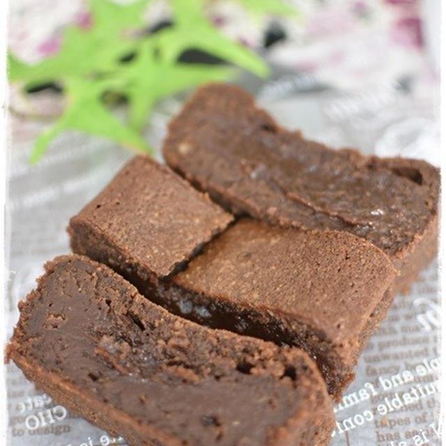 ダッチオーブンvsガスオーブン|混ぜて焼くだけ簡単過ぎるチョコレートケーキ