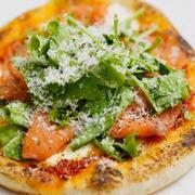 おうちでも作ってみたい!「サーモンピザ」のおすすめレシピ