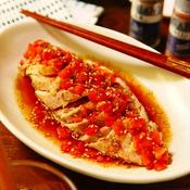 ピリ辛!ピリリ!にんにく入りごま油香るさっぱり花椒トマトポン酢タレでいただくレンチン蒸し鶏
