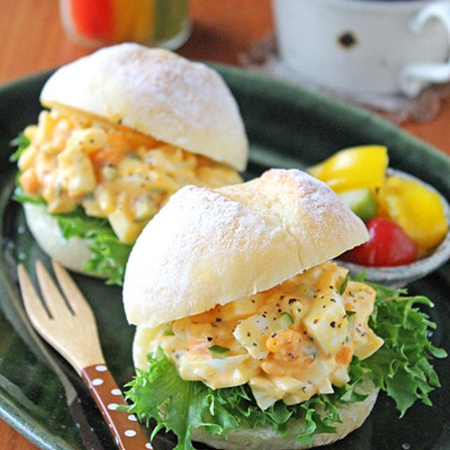 ピクルスがおいしいタルタル風卵サンド☆プチパンで朝ごはん