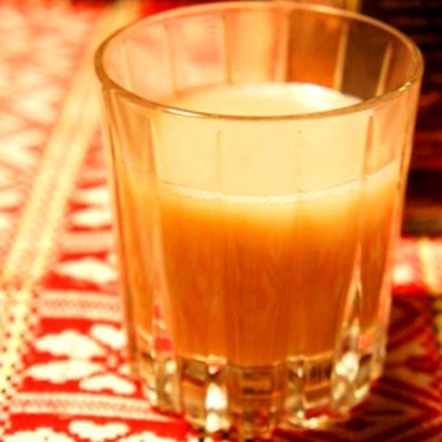大人のほっとカクテル、ウイスキー香るほうじ茶ソイラテ
