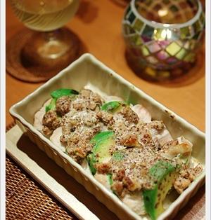 【アボガドと蒸し鶏の胡桃マスタード焼き】