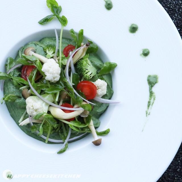 サラダ仕立てのRAWグリーンカレー