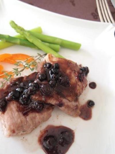 *薄切り肉で柔らかポークソテーのワイルドブルーベリーソース~202Kcal*