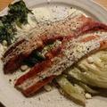 焼きロメインレタスとベーコンのシーザーサラダ