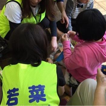 神戸市立中央小学校にてお菓子ポシェット作り