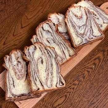 久しぶりに折り込みパン。