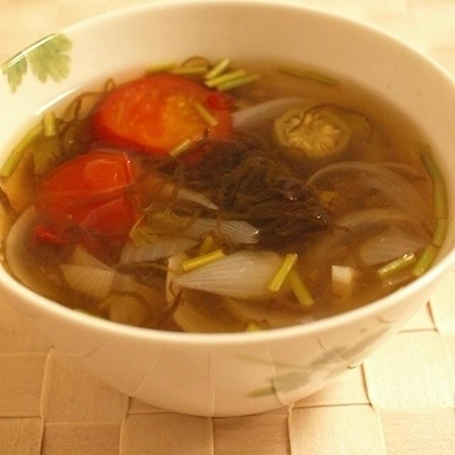 もずく入り☆エスニック風スープ♪