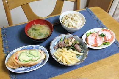 鮭とめかぶの混ぜごはんとアスパラとステーキ炒めとピザバケットでうちごはん(レシピ付)
