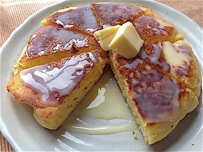練乳たっぷりパンケーキ。