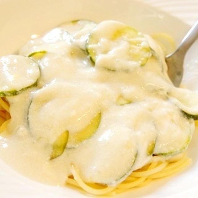 ズッキーニの冷製豆乳クリームスパゲッティーニとスイカブラスプのマリアージュ