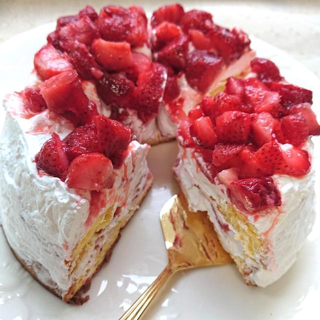 5分で簡単、甘酸っぱいストロベリーケーキ(苺ケーキ)(業務スーパー)